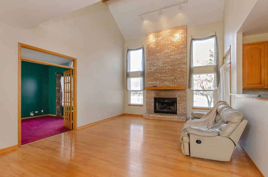 Real Estate Photography - 8 Tealwood Court, Algonquin, IL, 60102 - Family Room
