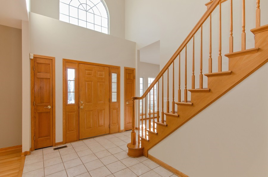 Real Estate Photography - 8 Tealwood Court, Algonquin, IL, 60102 - Foyer