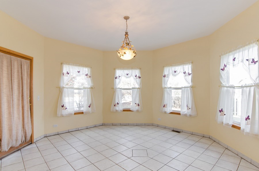 Real Estate Photography - 8 Tealwood Court, Algonquin, IL, 60102 - Breakfast Area
