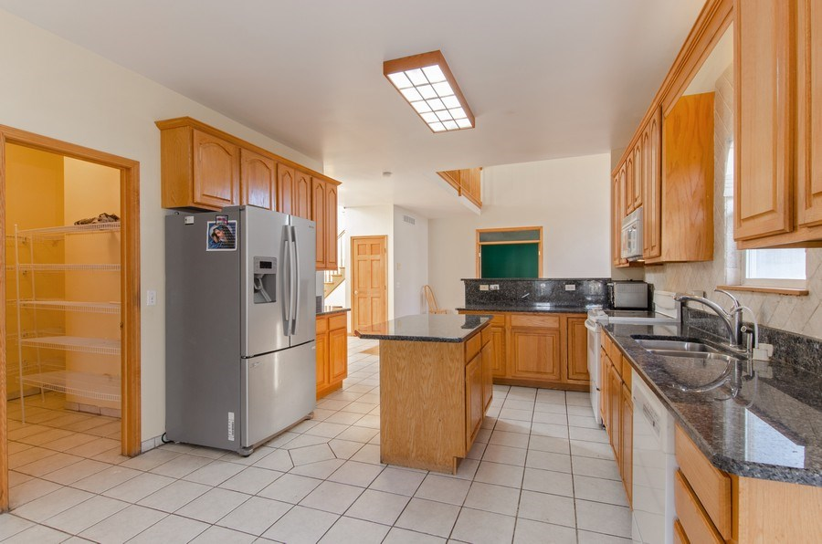 Real Estate Photography - 8 Tealwood Court, Algonquin, IL, 60102 - Kitchen