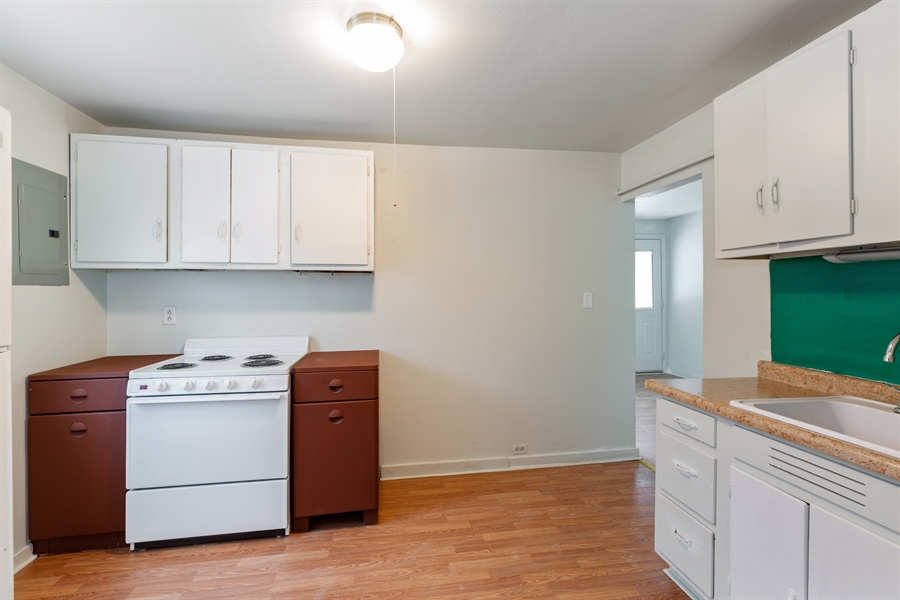 Real Estate Photography - 2030 W. Exchange Street, Crete, IL, 60417 - Kitchen