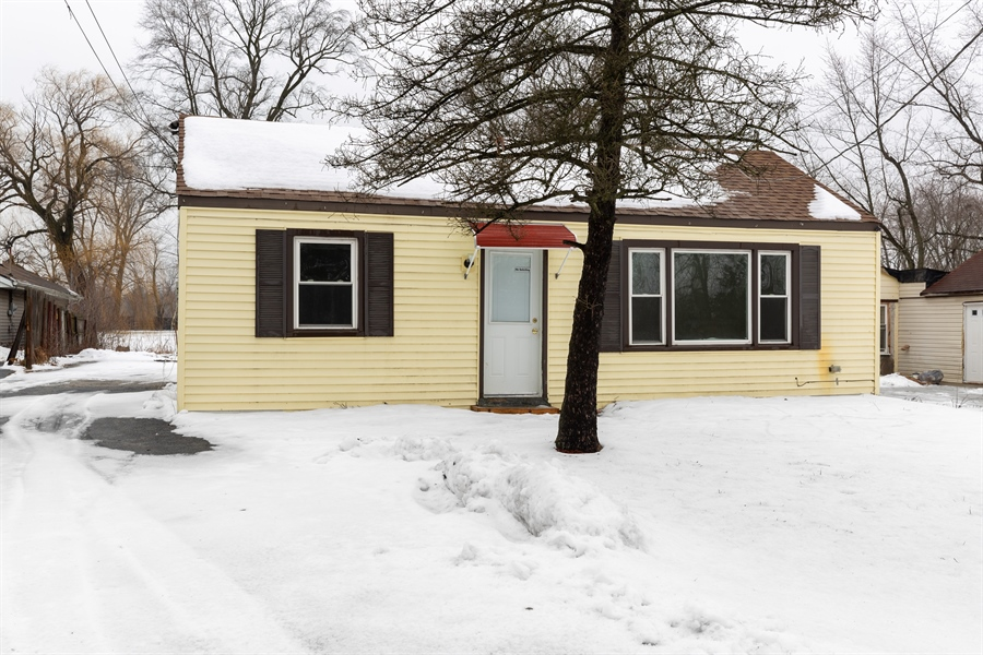 Real Estate Photography - 2030 W. Exchange Street, Crete, IL, 60417 - Front View