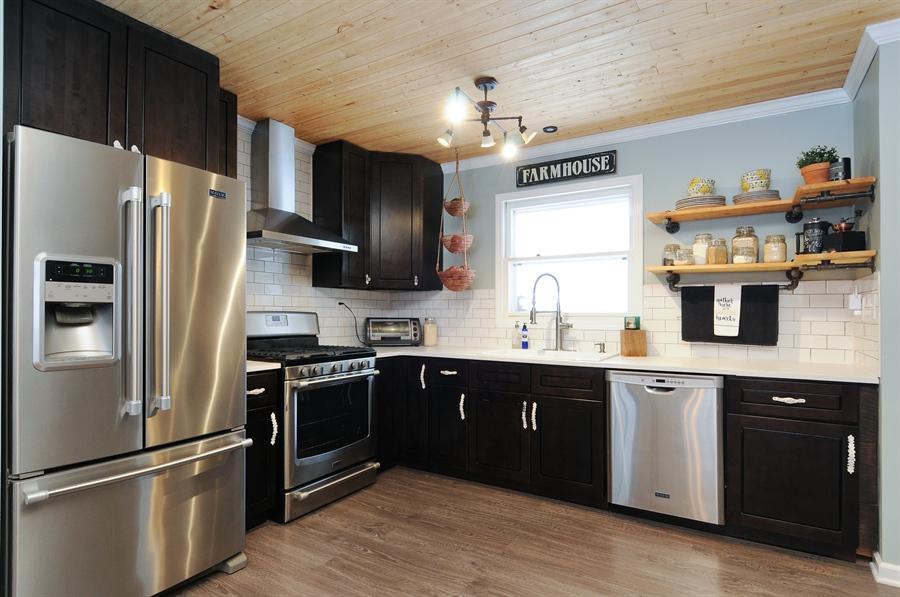 Real Estate Photography - 43W850 Nottingham Drive, Elburn, IL, 60119 - Kitchen