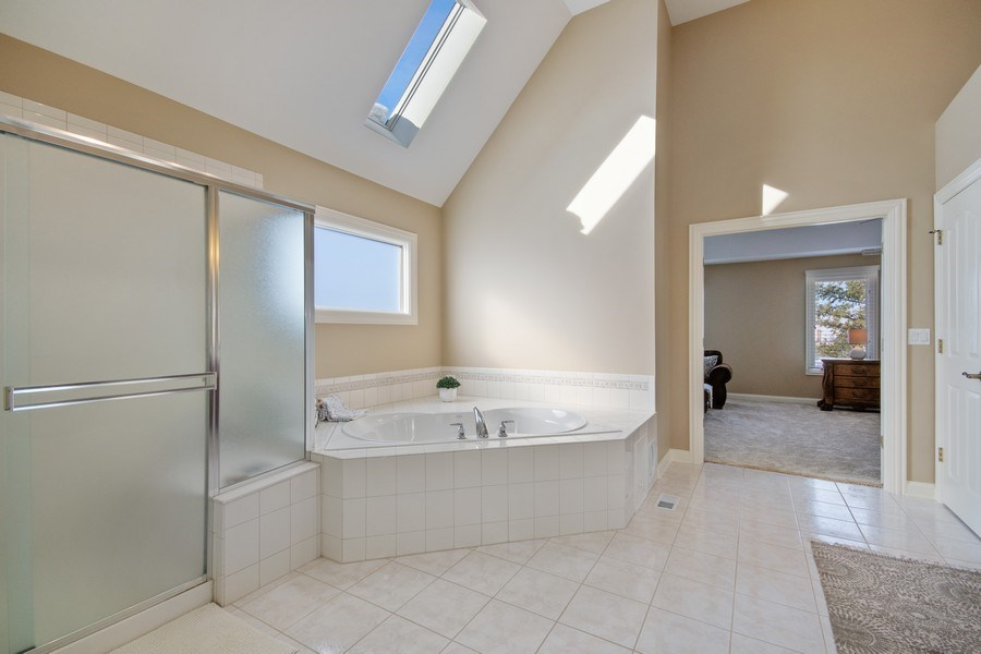 Real Estate Photography - 2219 Kane Lane, Batavia, IL, 60510 - Master Bathroom