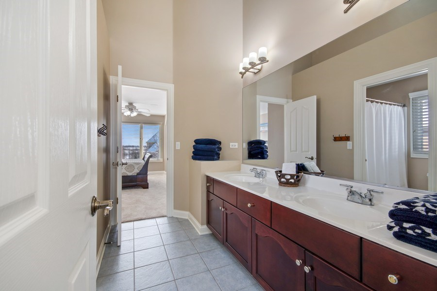 Real Estate Photography - 2219 Kane Lane, Batavia, IL, 60510 - Jack and Jill Bathroom