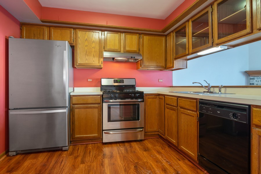 Real Estate Photography - 862 N. Tamarac Boulevard, Addison, IL, 60101 - Kitchen