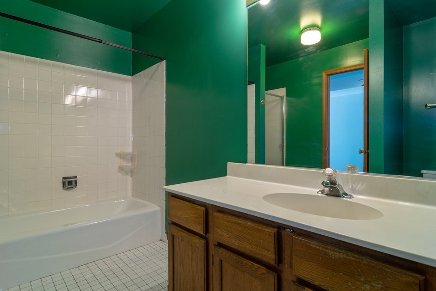Real Estate Photography - 862 N. Tamarac Boulevard, Addison, IL, 60101 - Bathroom