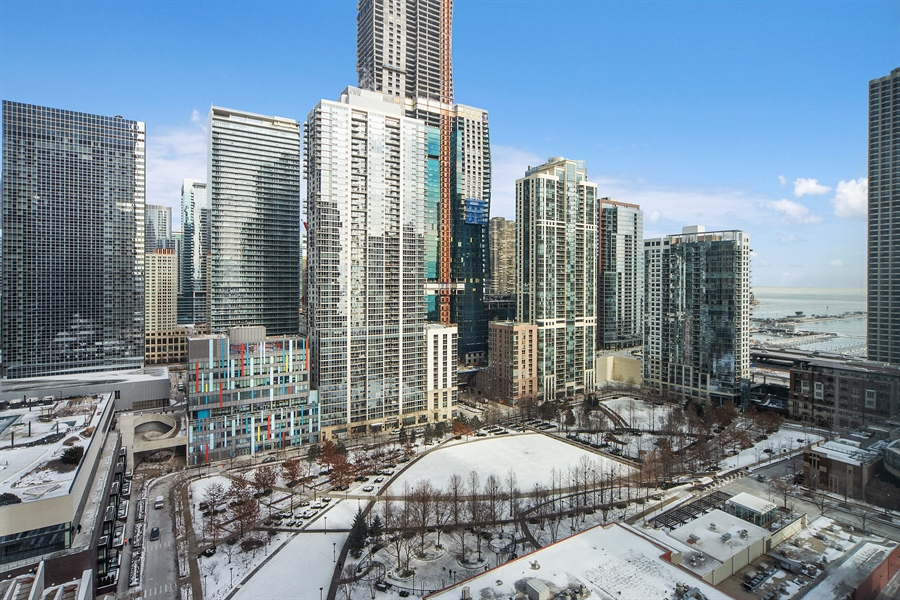 Real Estate Photography - 340 E. Randolph Street, Unit 1706, Chicago, IL, 60601 - Park View