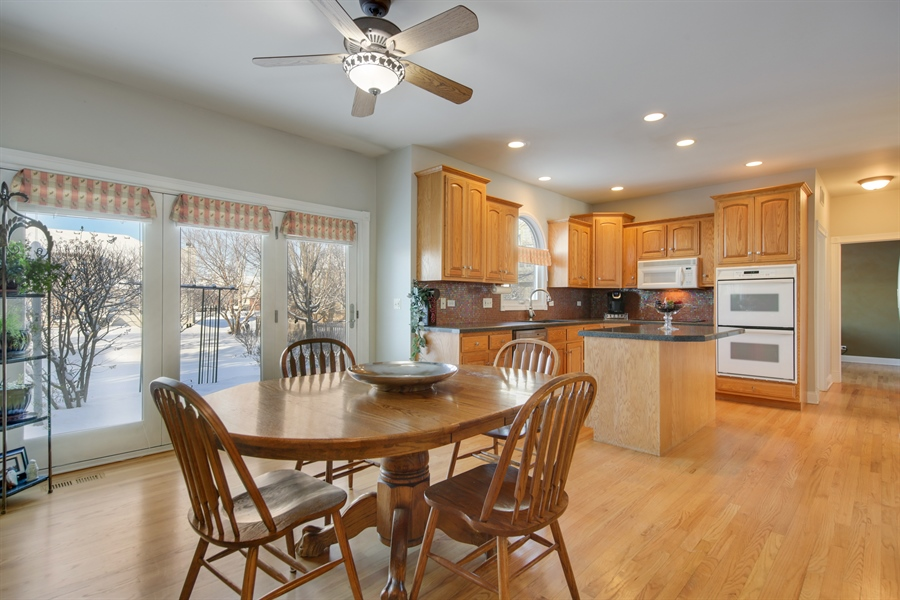 Real Estate Photography - 2907 Nicole Drive, Naperville, IL, 60564 - Eating Area
