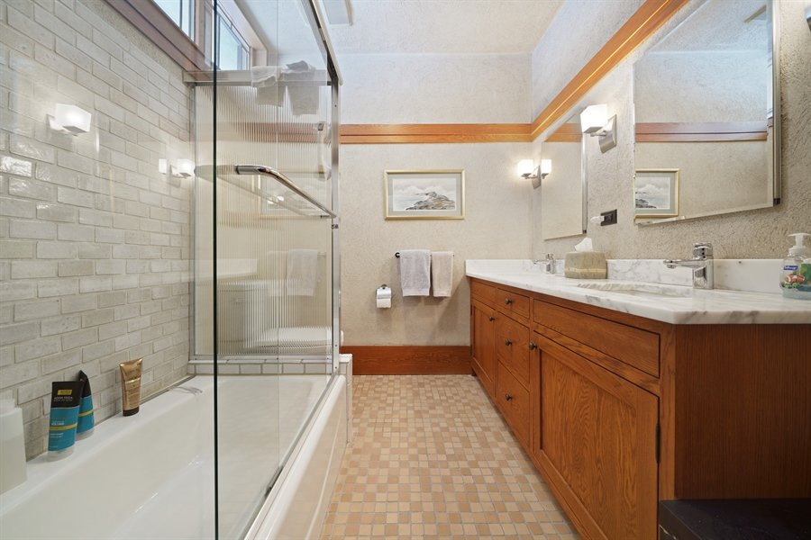 Real Estate Photography - 336 Coonley Road, Riverside, IL, 60546 - Master Bathroom