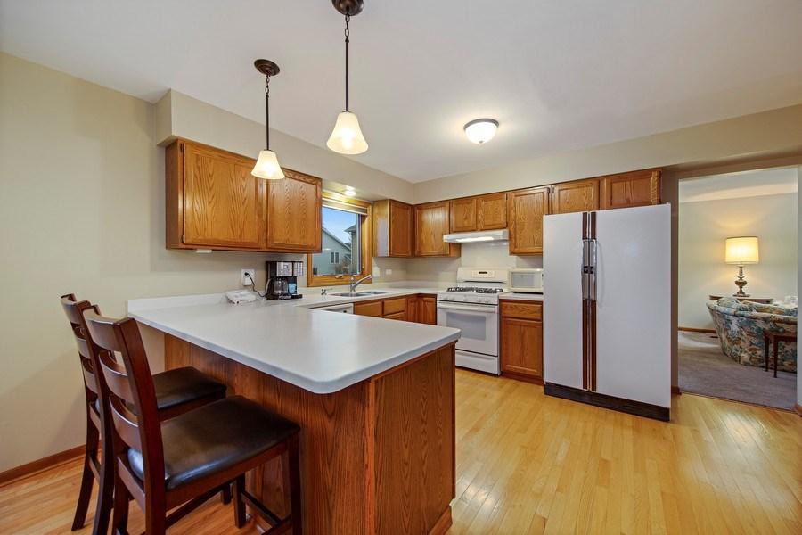 Real Estate Photography - 1385 Valayna Drive, Aurora, IL, 60504 - Kitchen