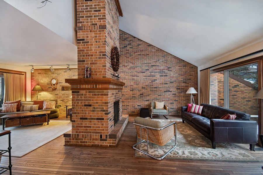 Real Estate Photography - 8S526 Bell Drive, Naperville, IL, 60565 - Living Room