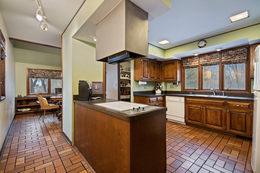 Real Estate Photography - 8S526 Bell Drive, Naperville, IL, 60565 - Kitchen