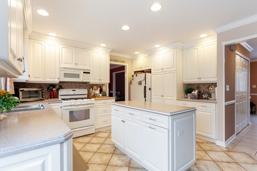 Real Estate Photography - 3860 Belleaire Drive, Downers Grove, IL, 60515 - Kitchen