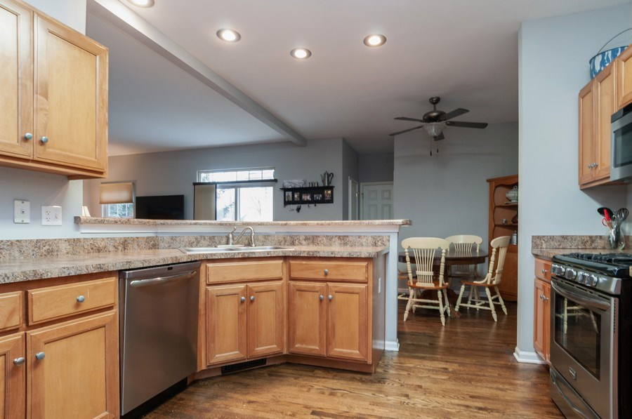 Real Estate Photography - 2005 Wagner Road, Batavia, IL, 60510 - Kitchen / Breakfast Room