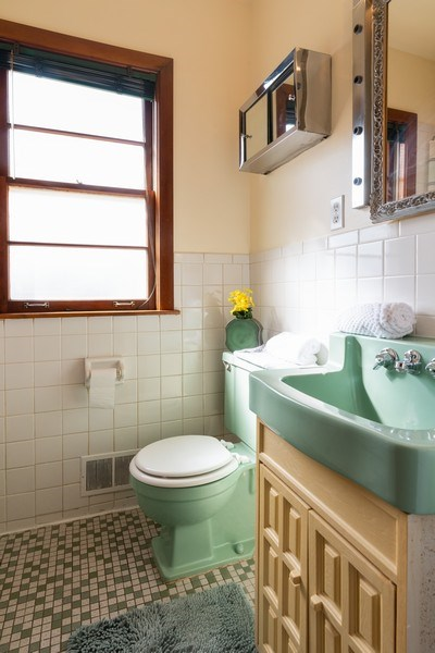 Real Estate Photography - 7734 Keeler Avenue, Skokie, IL, 60076 - Bathroom
