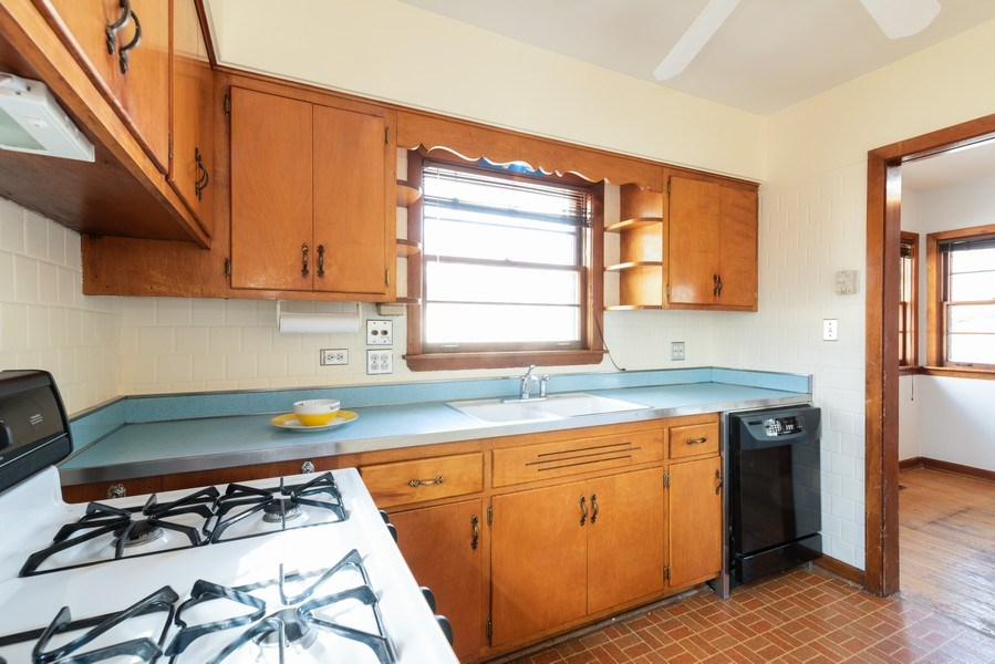 Real Estate Photography - 7734 Keeler Avenue, Skokie, IL, 60076 - Kitchen