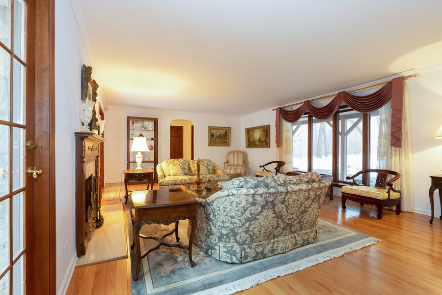Real Estate Photography - 37 Braeburn Lane, Barrington Hills, IL, 60010 - Living Room