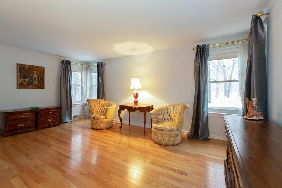 Real Estate Photography - 37 Braeburn Lane, Barrington Hills, IL, 60010 - 2nd Bedroom