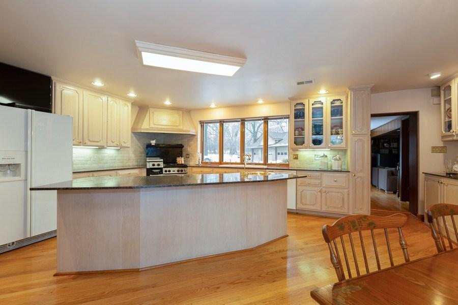 Real Estate Photography - 37 Braeburn Lane, Barrington Hills, IL, 60010 - Kitchen