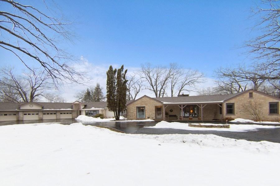 Real Estate Photography - 37 Braeburn Lane, Barrington Hills, IL, 60010 - Front View