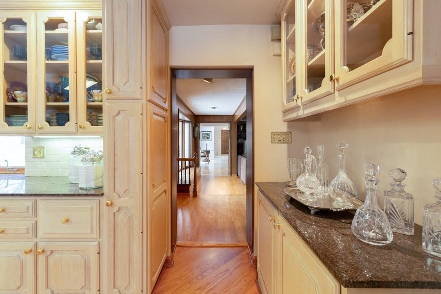 Real Estate Photography - 37 Braeburn Lane, Barrington Hills, IL, 60010 - Hallway