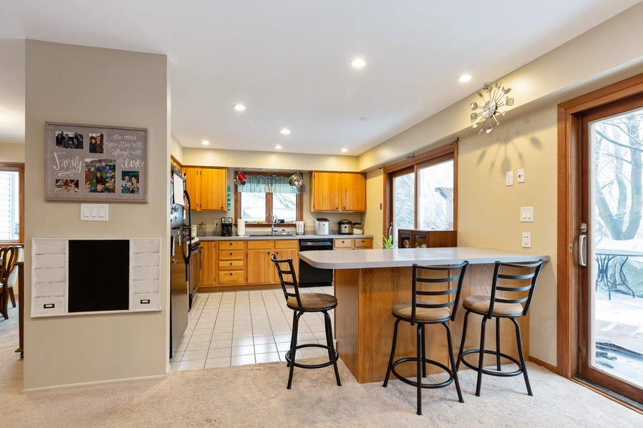 Real Estate Photography - 558 Greenbrier Lane, Crystal Lake, IL, 60014 - Kitchen / Breakfast Room