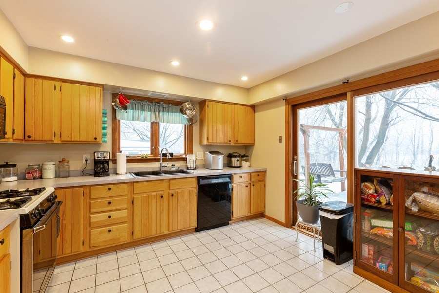 Real Estate Photography - 558 Greenbrier Lane, Crystal Lake, IL, 60014 - Kitchen