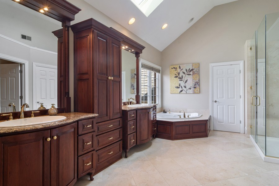 Real Estate Photography - 15 Woodview Lane, Inverness, IL, 60067 - Master Bathroom 2