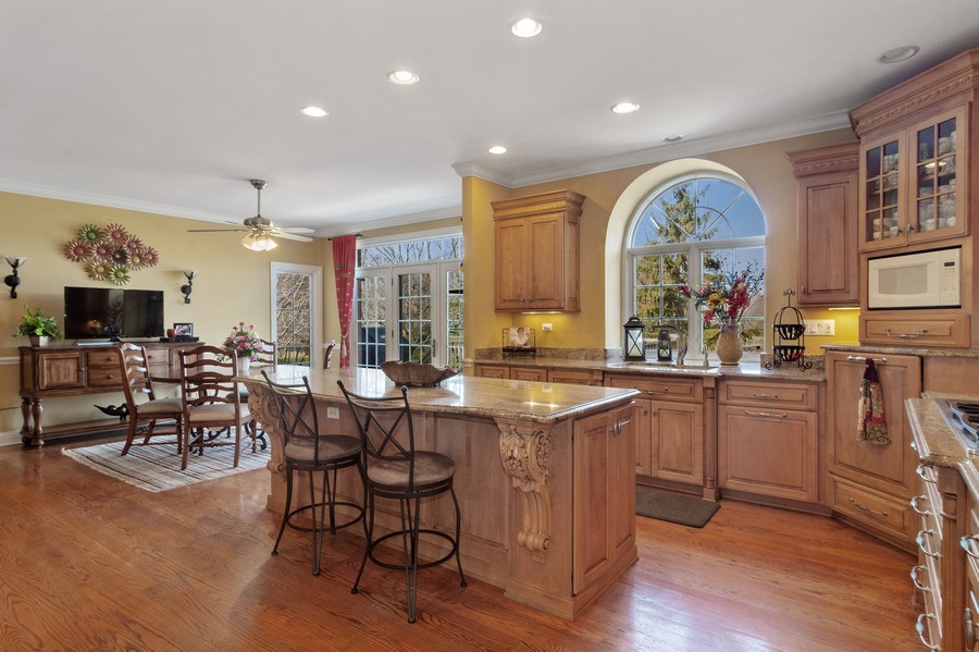 Real Estate Photography - 15 Woodview Lane, Inverness, IL, 60067 - Kitchen/Breakfast Room