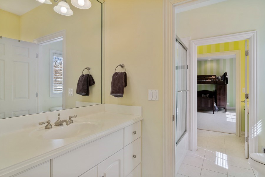 Real Estate Photography - 15 Woodview Lane, Inverness, IL, 60067 - Jack n Jill Bathroom