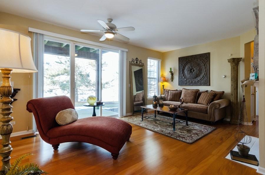 Real Estate Photography - 7321 Grandview Court, Unit 7321, Carpentersville, IL, 60110 - Living Room