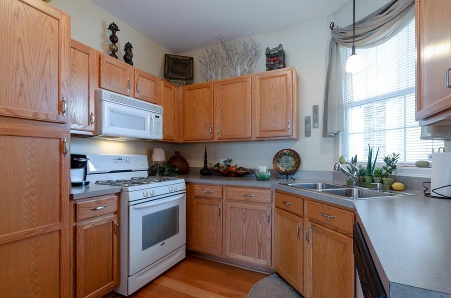 Real Estate Photography - 7321 Grandview Court, Unit 7321, Carpentersville, IL, 60110 - Kitchen