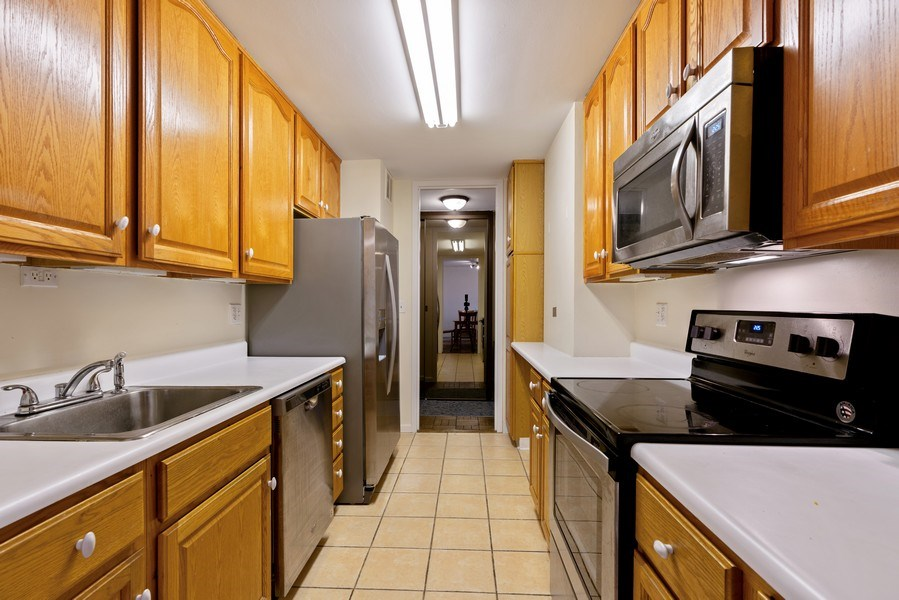 Real Estate Photography - 2626 N. Lakeview Avenue, Unit 1801, Chicago, IL, 60614 - Kitchen