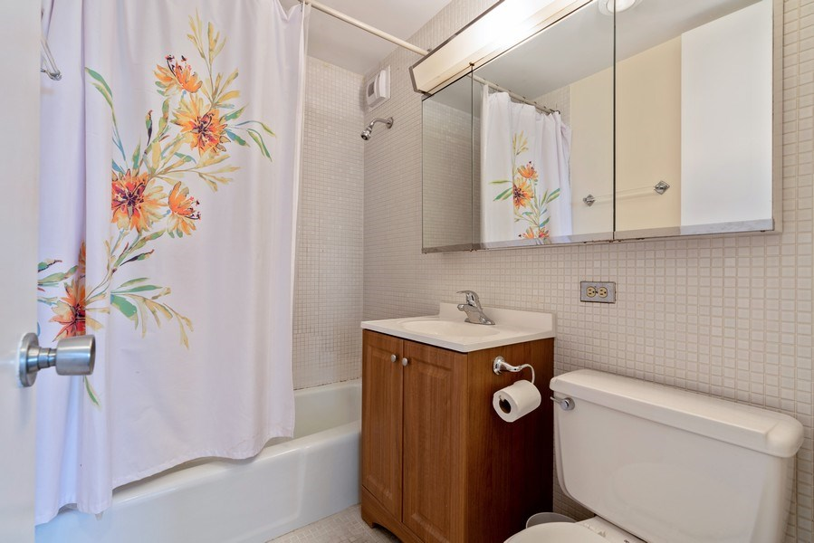 Real Estate Photography - 2626 N. Lakeview Avenue, Unit 1801, Chicago, IL, 60614 - Bathroom