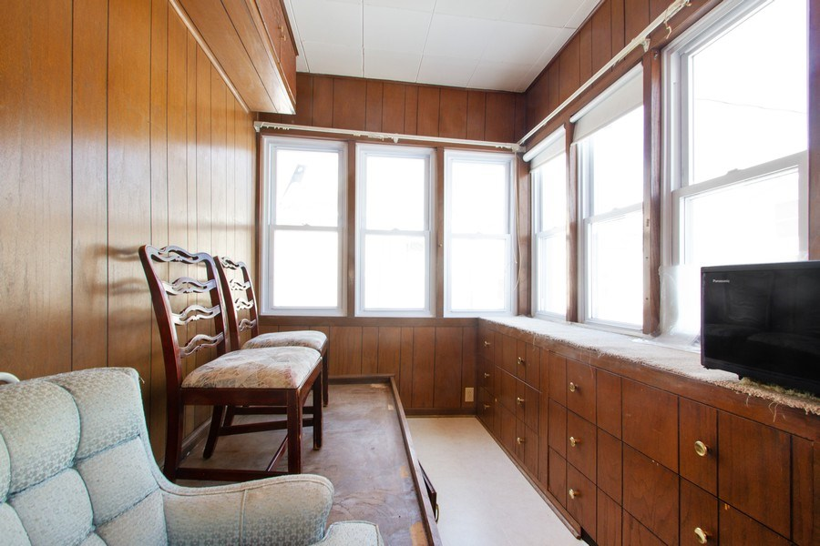 Real Estate Photography - 6585 N. Onarga Avenue, Chicago, IL, 60631 - Sun Room
