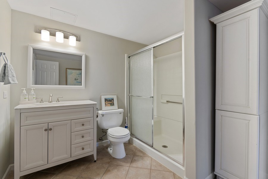 Real Estate Photography - 1508 Cocalico Court, Naperville, IL, 60563 - 4th full bath w/ direct access to BR 5