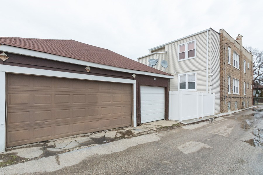 Real Estate Photography - 5844 S. Campbell Avenue, Chicago, IL, 60629 - 3 car garage
