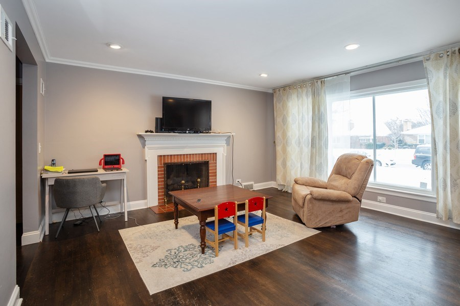 Real Estate Photography - 145 Cornell Avenue, Des Plaines, IL, 60016 - Living Room