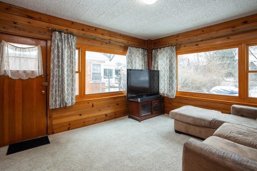 Real Estate Photography - 145 Cornell Avenue, Des Plaines, IL, 60016 - Family Room