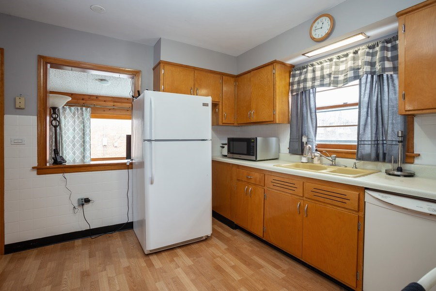 Real Estate Photography - 145 Cornell Avenue, Des Plaines, IL, 60016 - Kitchen