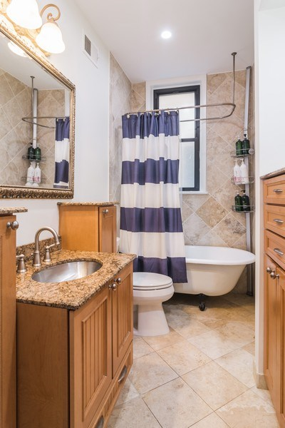 Real Estate Photography - 2121 N. Sheffield Avenue, Unit 2W, Chicago, IL, 60614 - Bathroom