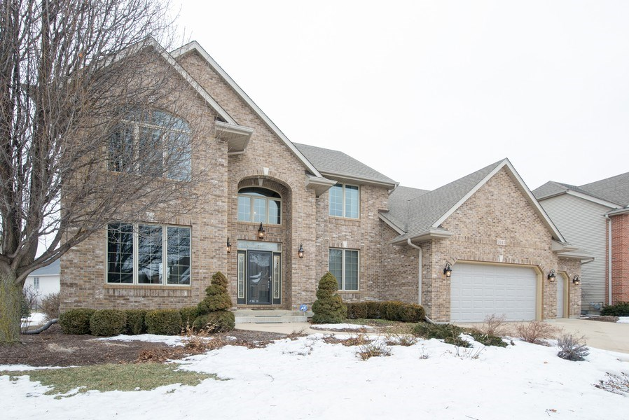 Real Estate Photography - 1043 Devonshire Drive, Sycamore, IL, 60178 - Front View