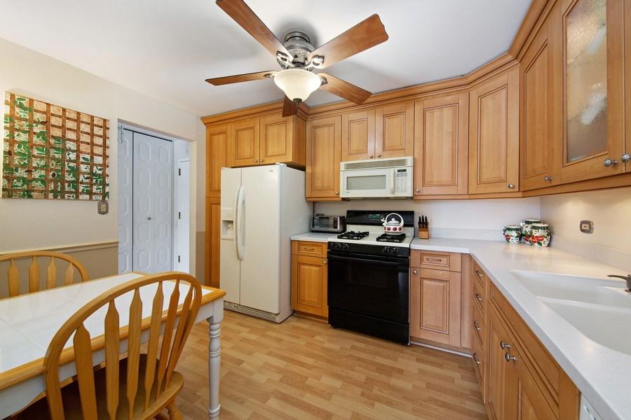 Real Estate Photography - 2201 S. Grace Street, Unit 507, Lombard, IL, 60148 - Kitchen