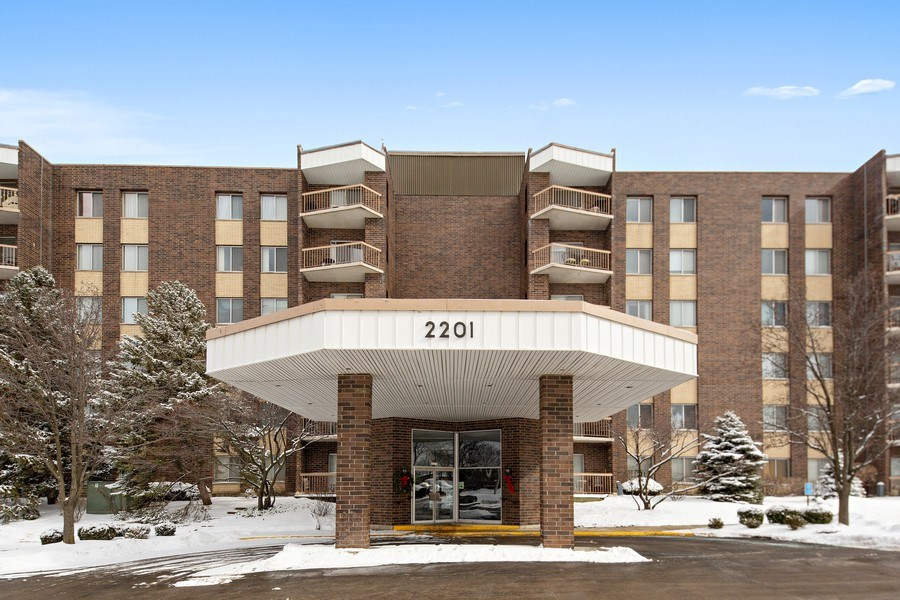 Real Estate Photography - 2201 S. Grace Street, Unit 507, Lombard, IL, 60148 - Front View