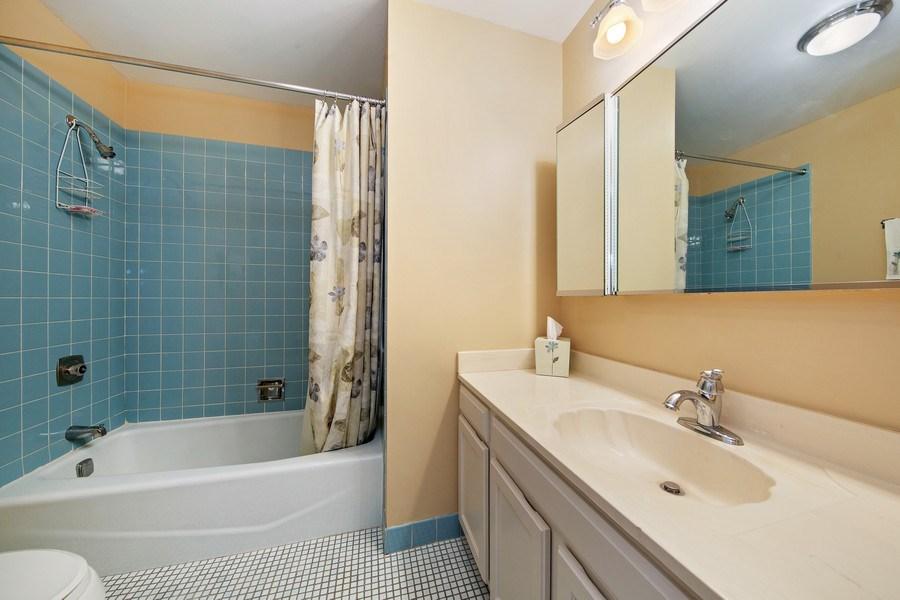 Real Estate Photography - 2201 S. Grace Street, Unit 507, Lombard, IL, 60148 - Guest Bath
