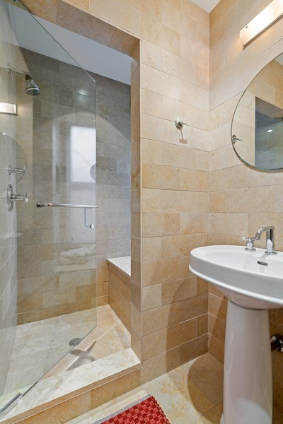 Real Estate Photography - 230 E. Delaware Place, Unit 6E, Chicago, IL, 60611 - 3rd Bath
