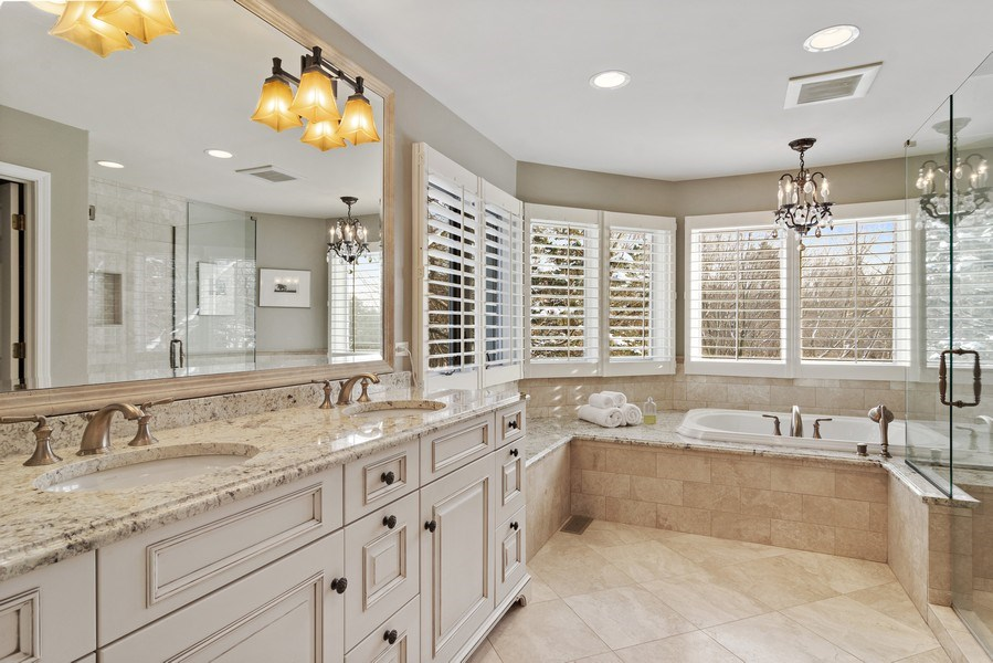 Real Estate Photography - 129 KNOCKDERRY Lane, Inverness, IL, 60067 - Master Bathroom