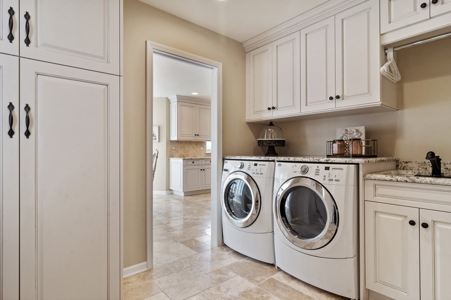 Real Estate Photography - 129 KNOCKDERRY Lane, Inverness, IL, 60067 - Laundry Room