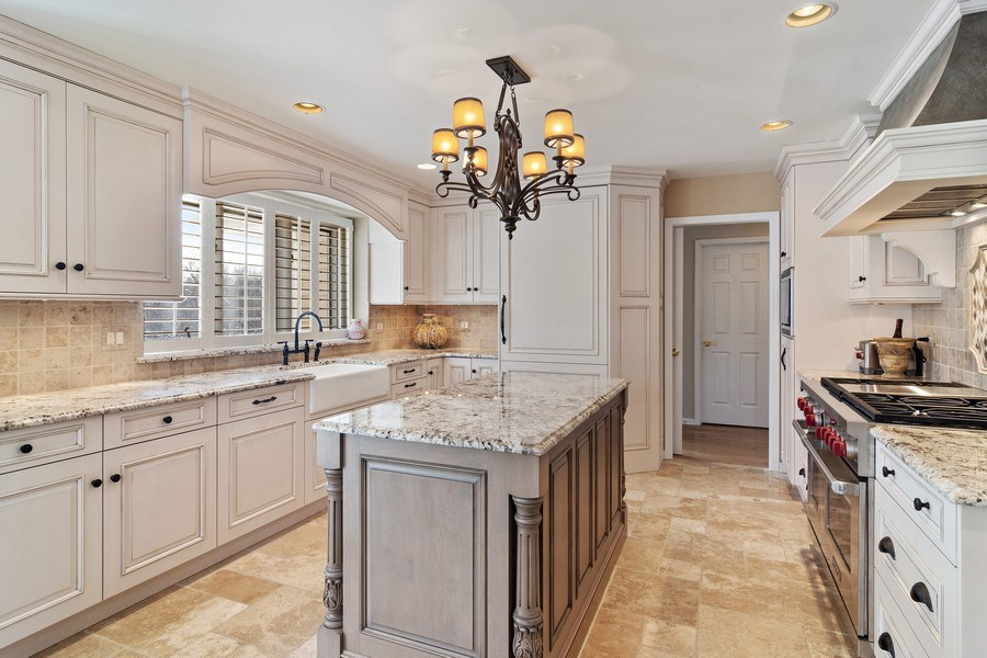 Real Estate Photography - 129 KNOCKDERRY Lane, Inverness, IL, 60067 - Kitchen